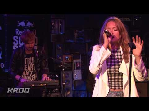 "Tove Lo -  ""Habits (Stay High)"" Live at KROQ"