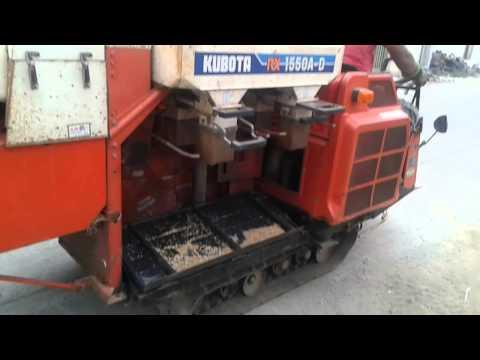 รถเกี่ยวข้าว kubota ใช้งานได้  2 ระบบ มัดฟางได้ด้วยครับ เครื่องดีเชล 3 สูบ เพียง 88,000