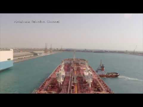 Jeddah Islamic port approach (time laps) مشهد رائع لعملية دخول سفينة لميناء جدة الإسلامي