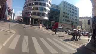 Repeat youtube video Mit dem KTM eBike eCross durch die Wiener Innenstadt