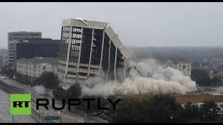 Снос 15-этажного здания в США(Очевидцы сняли на видео демонтаж 15-этажного здания в американском городе Даллас. На месте высотки, принадле..., 2015-02-02T09:25:10.000Z)