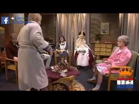 Hans Teeuwen als Sinterklaas bij Jiskefet