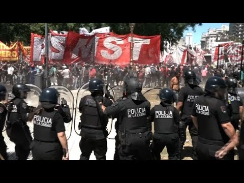 Argentina pension protesters clash with police in Buenos Aires