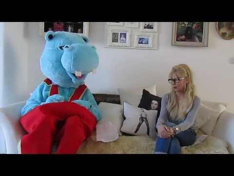 Q: Cracker. Intrepid reporter Henry meets Mummy Pig (Morwenna Banks)