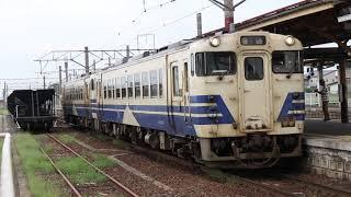 奥羽本線川部駅を発車するキハ40