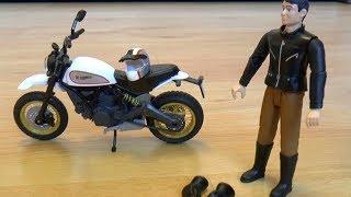 Играем в машинки игрушки внедорожники эвакуатор и мотоцикл и паркуем их на стоянке