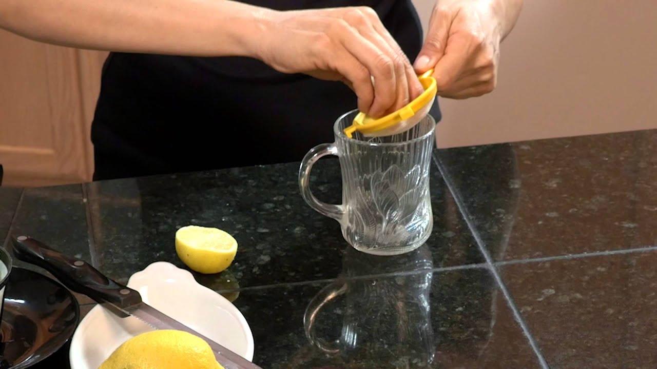 como se prepara el limon con agua tibia