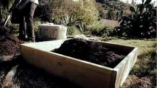 Tiny Farm: Quick And Easy Raised Bed Organic Garden Box