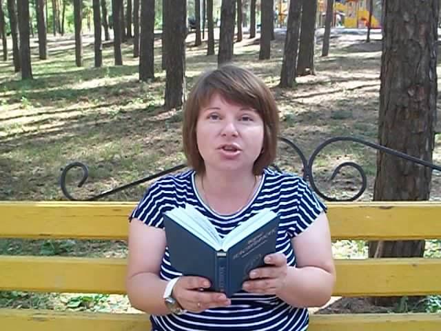 Изображение предпросмотра прочтения – ЮлияБогунова читает произведение «Пахнет август скошенной травой» И.Н.Землянской Фокс