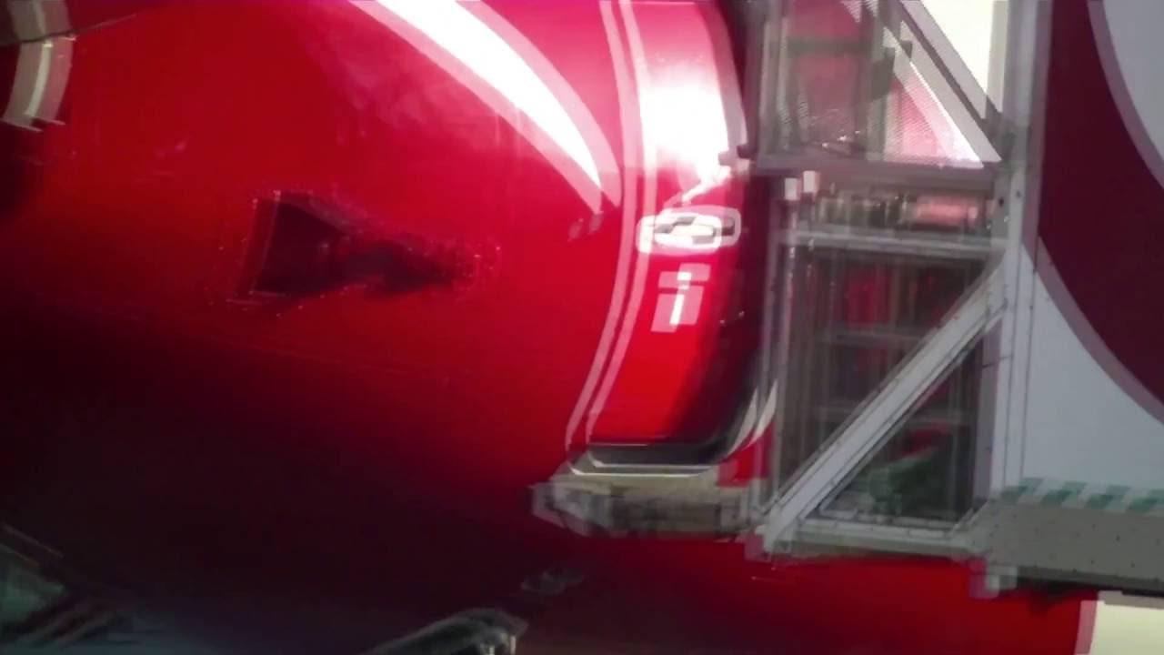& Qantas Boeing 737-800 cabin door opening - YouTube