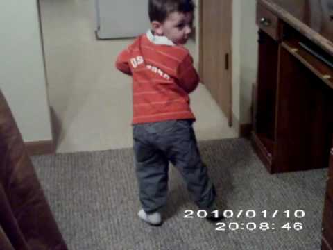 Kid Dances to Apple Bottom Jeans Song - YouTube