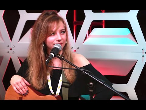 """Hailey Knox Performs """"GEEKS"""" Live and Talks Charlie Puth 