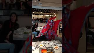 2018 12  15 高雄巨蛋 海底撈川劇變臉表演(直幅錄影)