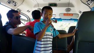 Nguyễn Quốc Linh hát tặng du khách đến tham quan Quảng Bình | Bản Sắc Việt