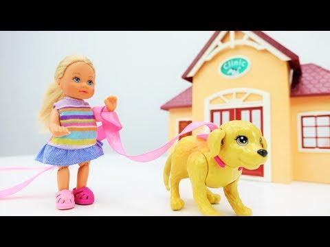Барби и Штеффи везут собаку к ветеринару. Доктор делает УКОЛ. Игры #Барби для девочек на #Мамыидочки