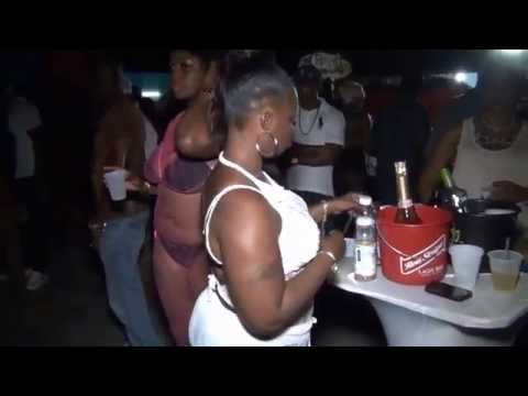 Ratchet fight in a waffle house! MUST WATCH!! from YouTube · Duration:  2 minutes 40 seconds