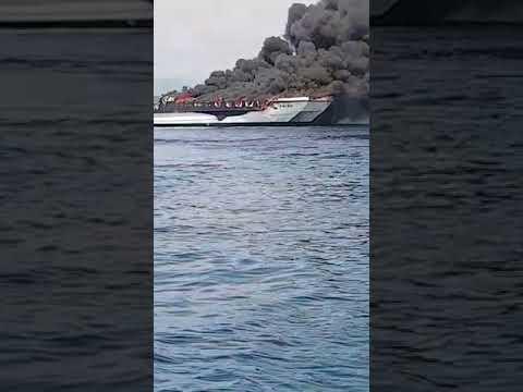 Arde un catamarán de pasajeros en O Grove