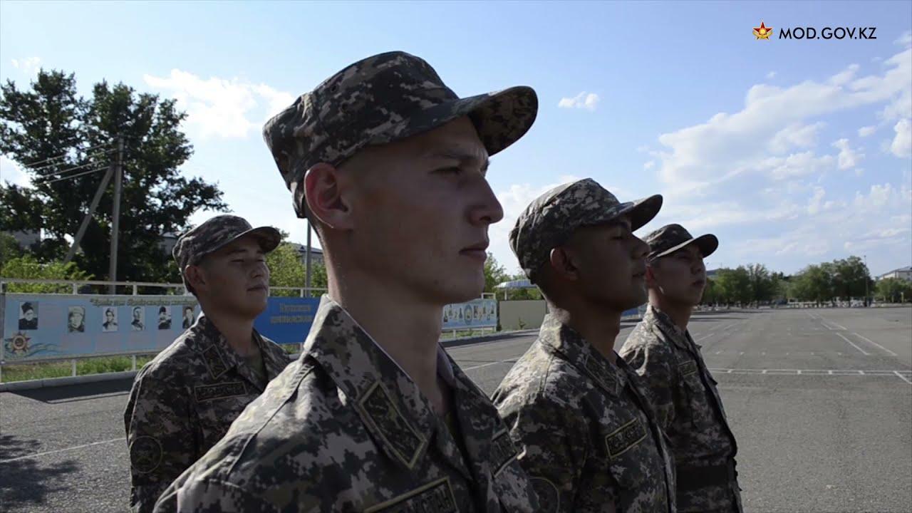 """Аягөз гарнизоны танк бригадасында  қатардағы жауынгер Аслан Қасымов """"Үздік бригада сарбазы"""" атанды"""