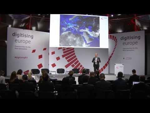 "Linnar Viik (Estonian information technology scientist) at the ""digitsing europe"" summit in Berlin"