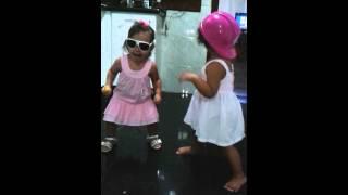 Ayla e júlia dançando bonde da maravilha ...