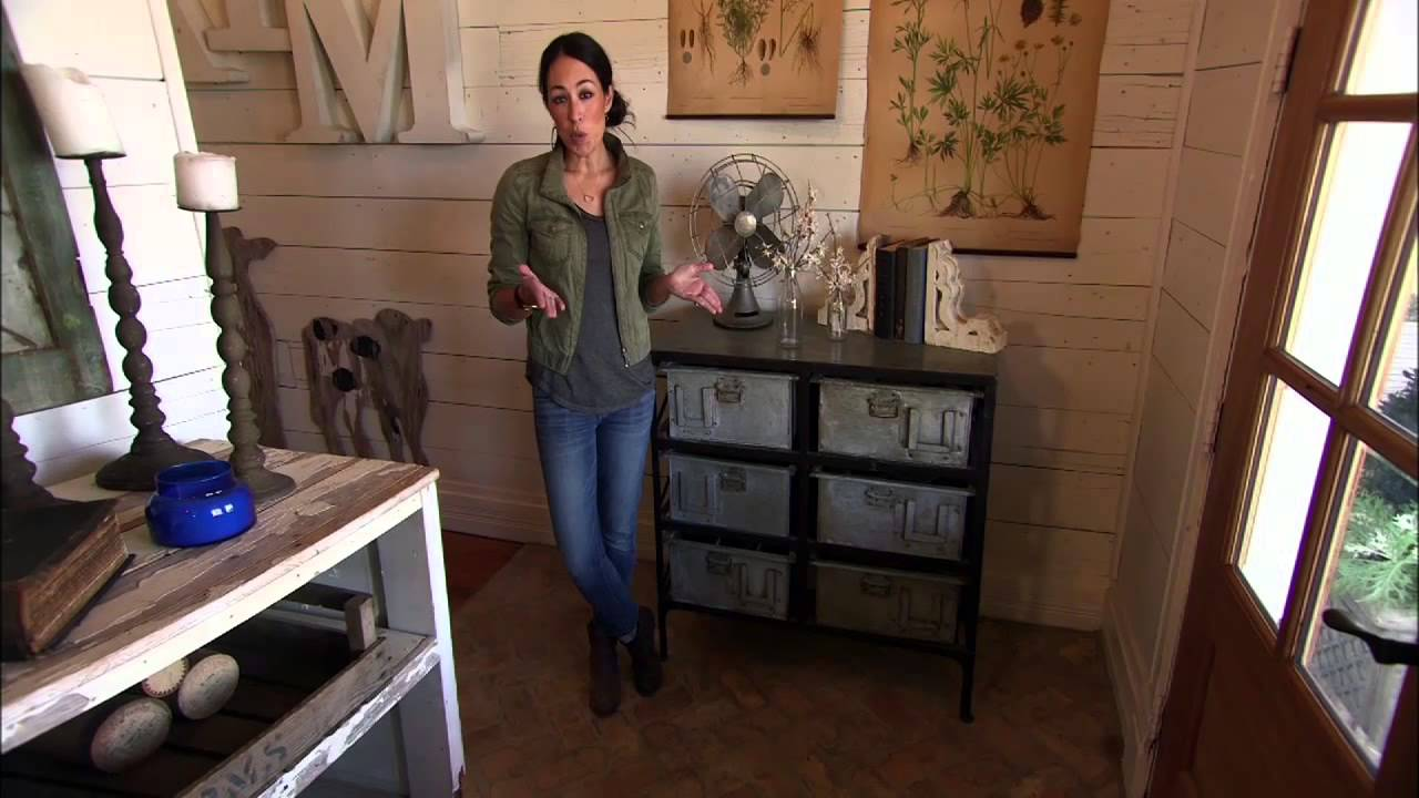 Functional furniture fixer upper hgtv asia youtube for Does the furniture stay on fixer upper