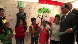 هولاند ينهي زيارته للبنان في مخيم للاجئين السوريين