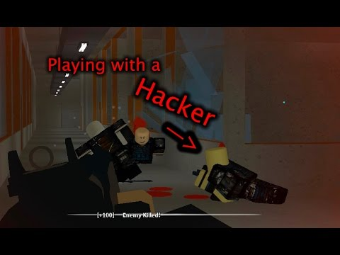 Roblox Phantom Forces - Playing with a Hacker
