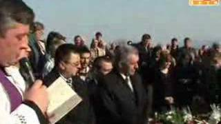 Majka plakala nad lijesovima sina Gorana i svekrve thumbnail