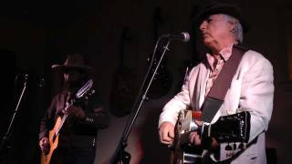 David Olney & Sergio Webb - Hanging On The Old Barbed Wire / 1917
