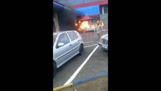 Repeat youtube video Video/ Ja si shpërtheu në flakë makina në karburant