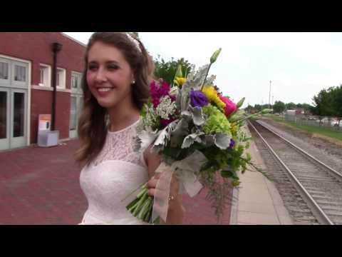 Luna Lynn Collective: Courthouse Wedding