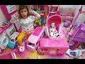 Elifin Oyuncak köşesini topluyoruz, daha doğrusu çalışıyoruz Barbie karavanlar ada macerası