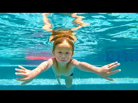 how-far-can-he-swim-under-water!?-(4-years-old)