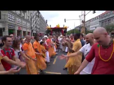 Berlin Rathayatra Parade Kirtan led by Vaiyasaki Das.