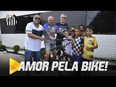 SAMPAOLI GANHA BIKE DE PRESENTE DOS MENINOS DA VILA!