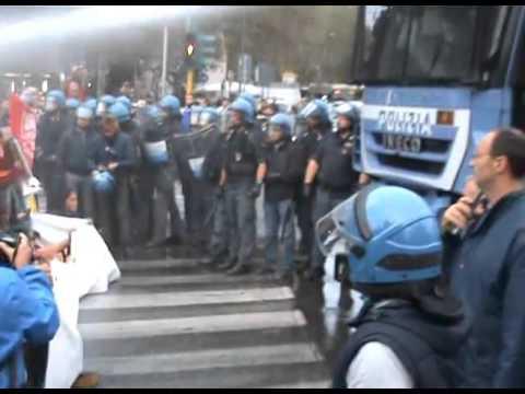Roma: carica con idrante al presidio per sgombero ex Telecom Bologna