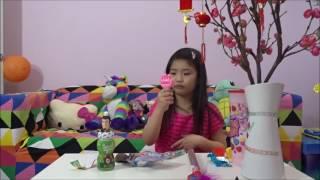 Bé Katie thử đồ ăn bánh kẹo Mỹ Chocolate Candies