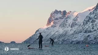 FRILUFTSLIV: Vinter-SUP på Kvaløya med Kari Schibevaag 🏄♀️ ⎮ Harstad Folkehøgskole