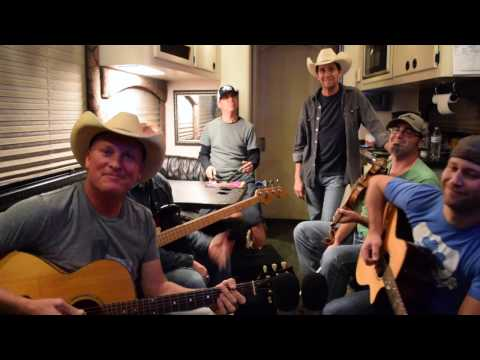 """Kevin Fowler """"Right Or Wrong"""" George Strait Tribute"""