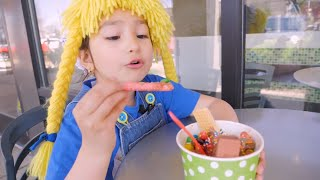 Aventura comiendo Sweet Frozen Yogurt con Frutas S3:E86
