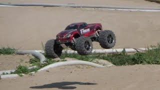 Traxxas E-Maxx Brushless @ off-road track