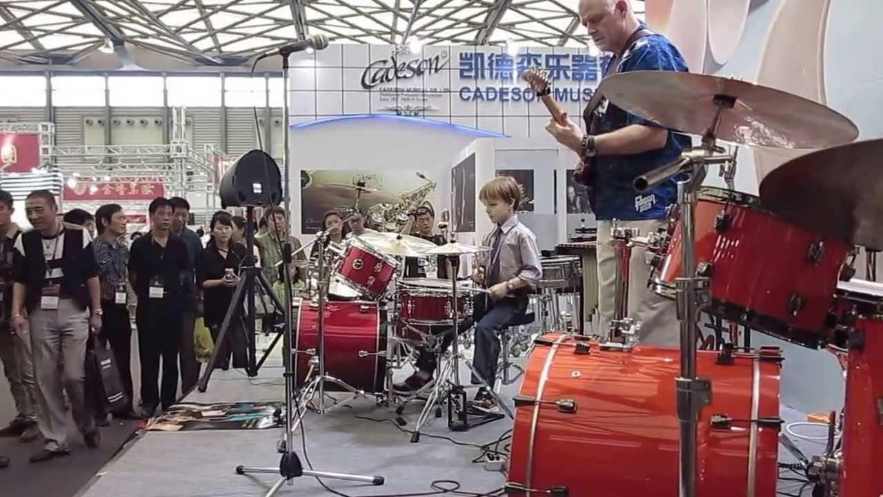 凱德森Cadeson小明星Merrick上海樂器大展精采演出 - YouTube