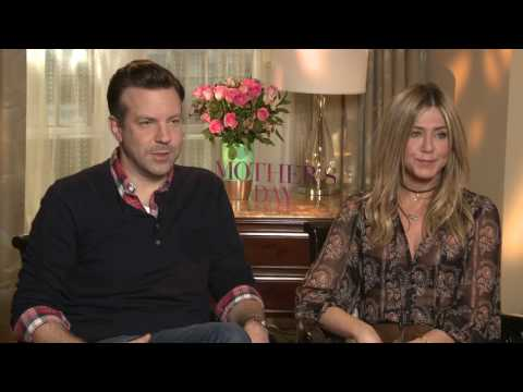 Justin Theroux throws Jennifer Aniston under the bus