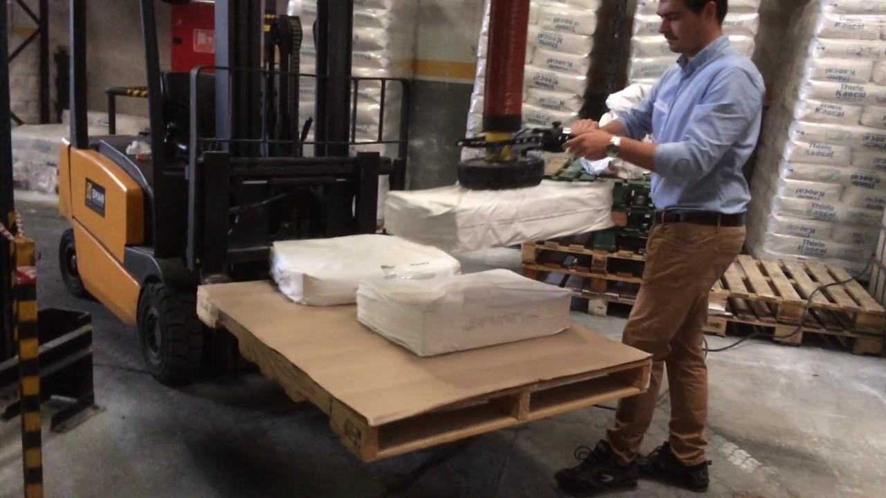Elevador por vacío para sacos de 25kg con base móvil
