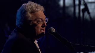 "Randy Newman performs ""I Think It's Going to Rain Today"" at the 2013 Hall of Fame Induction Ceremony"