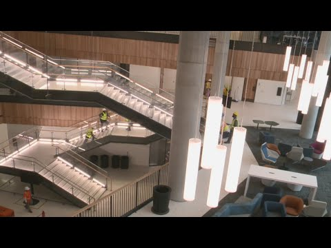 UT's new graduate business school building opens