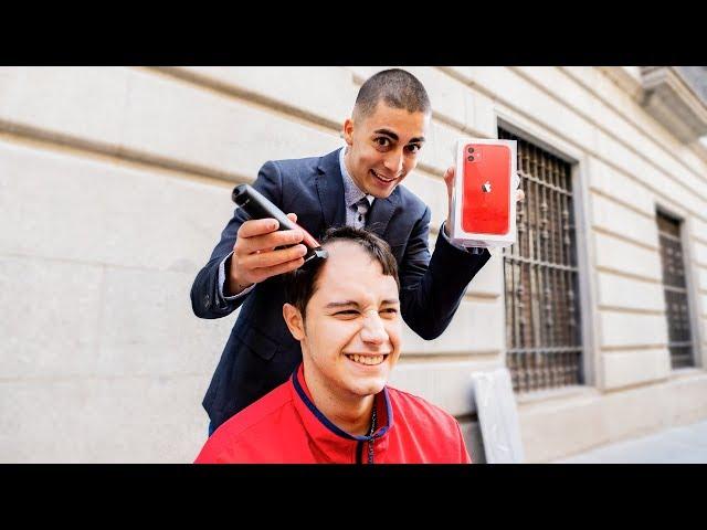 Si te rapas la cabeza, te regalo un Iphone 11