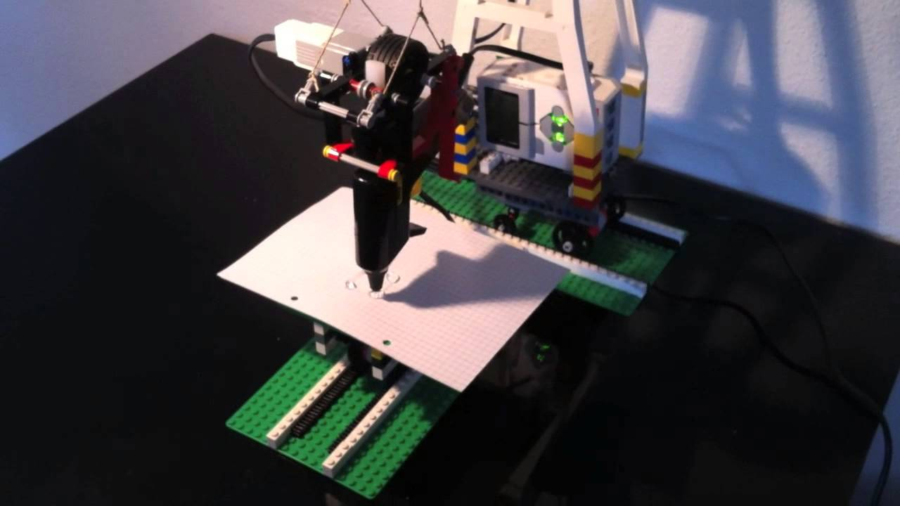 Lego Mindstorms and a hot glue gun combined to build a 3D