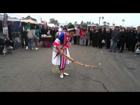 Hmong qeej [fresno hmong new year 2010-2011]