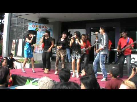 goyang senggol Desy Masaya Feat Arie Fazhla